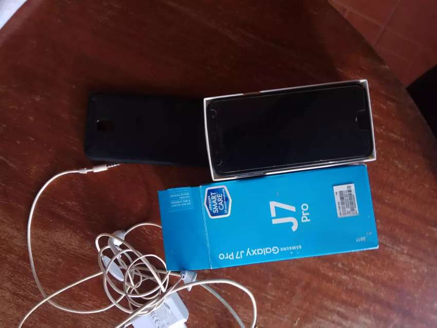 Samsung j7pro -still new and works perfectly 0
