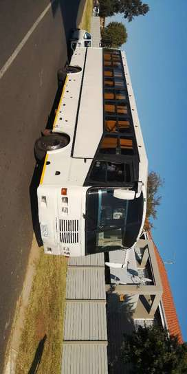 Hi I am selling a man bus 407t with a 13 speed box an hl7 diff