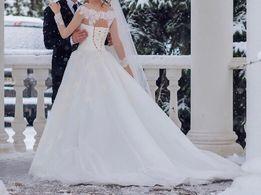 Очень красивое и нежное свадебное платье со шлейфом