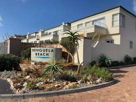 3 bedroom unit for sale in Bloubergstrand