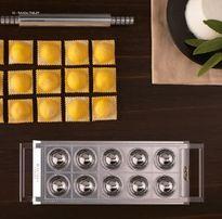 Пельмени на пельменнице Marcato Ravioli Tablet форма равиольница