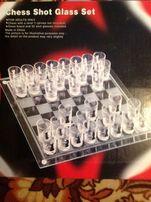 Продам набор рюмок с шахматными фигурами и доской, 400 грн.