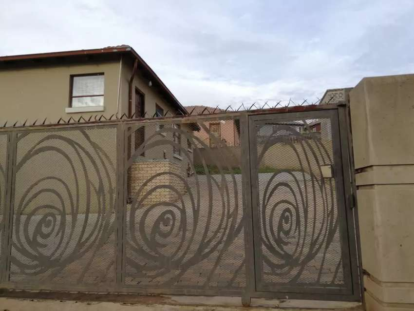 FOR SALE IN CLAYVILLE R 750 000 0