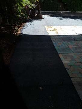 We specialize in tarring and surfacing construction