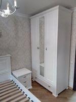 Шкаф в спальню. Комфортное наполнение. Крашенные фасады. С зеркалом.