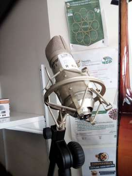 Hybrid C1 microphone and stand