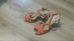 Nowe szpilki sandałki różowe z ćwiekami złotymi