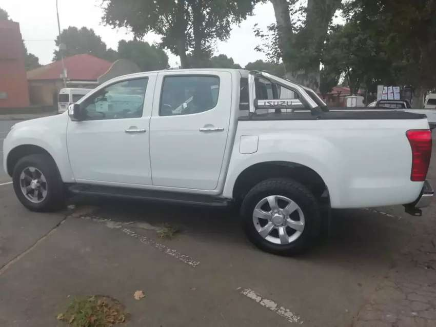 2018 Isuzu kb300 available now for sale in perfect condition