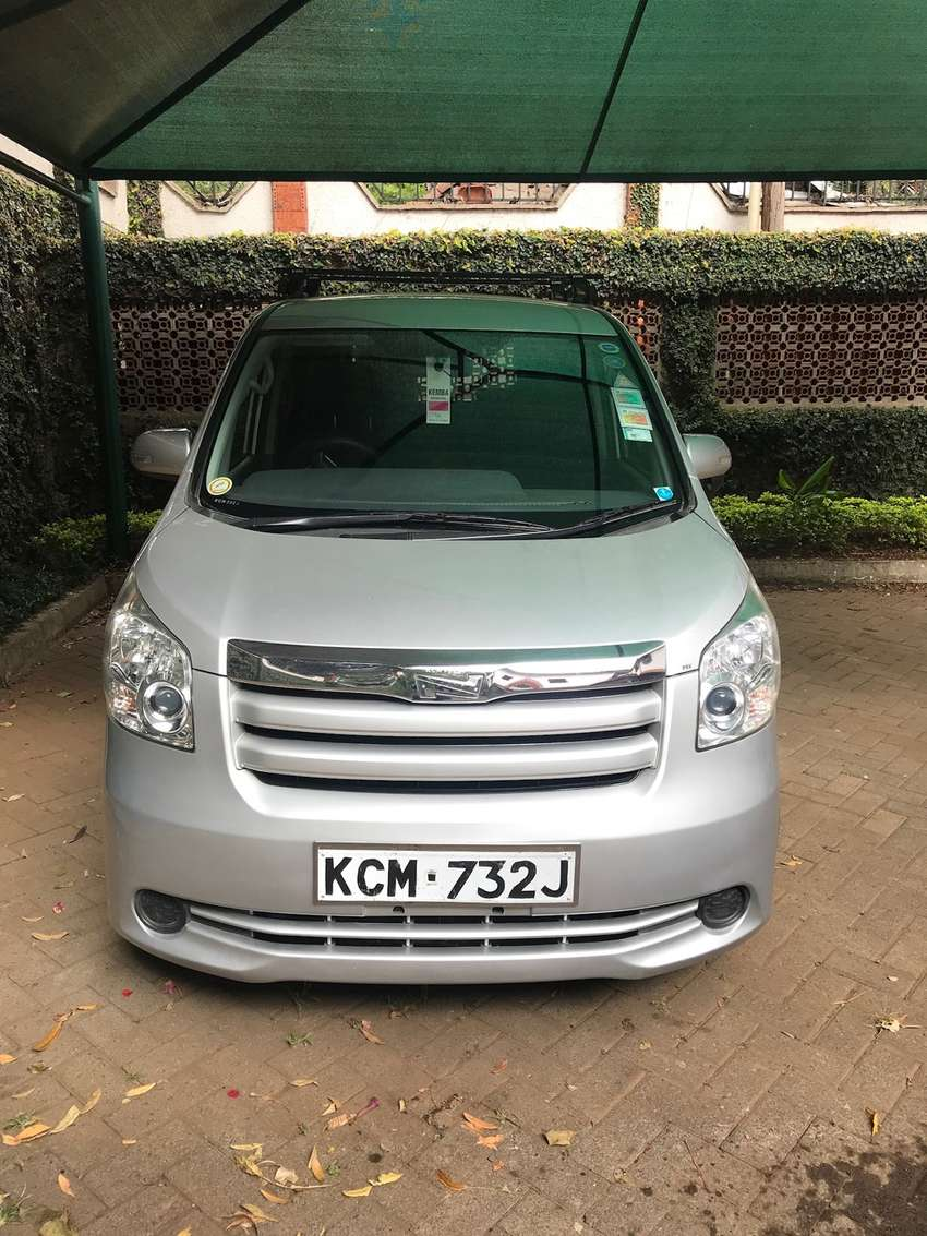 Toyota Noah Perfect Condition (2010) 0