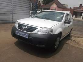 2014 Nissan Np200 1.6i with a canopy