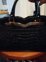 Torebka wizytowa połysk czarna piękna kuferek