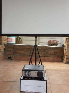 Projector and tripod screen