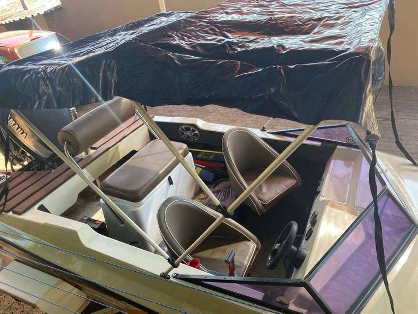 Lovely Raven Tabago leisure boat with 115 Yamaha motor for sale