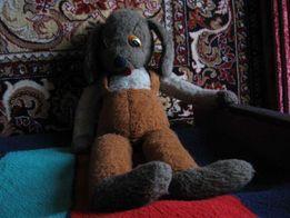 Мягкая игрушка - Собака в штанах с лямками