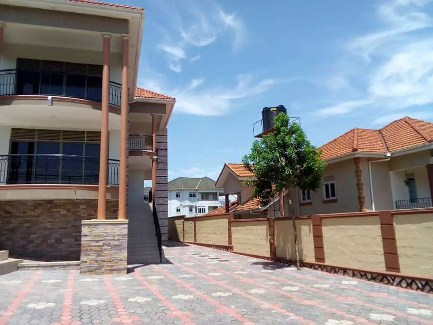 Munyonyo posh double Stroud 6bedrooms new home on quick sale lake view 0