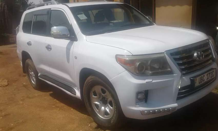 Toyota land cruiser model 2010 0