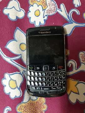 Blackberry bold 9780..for spares and repairs only