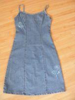 Jeansowa sukienka z haftem
