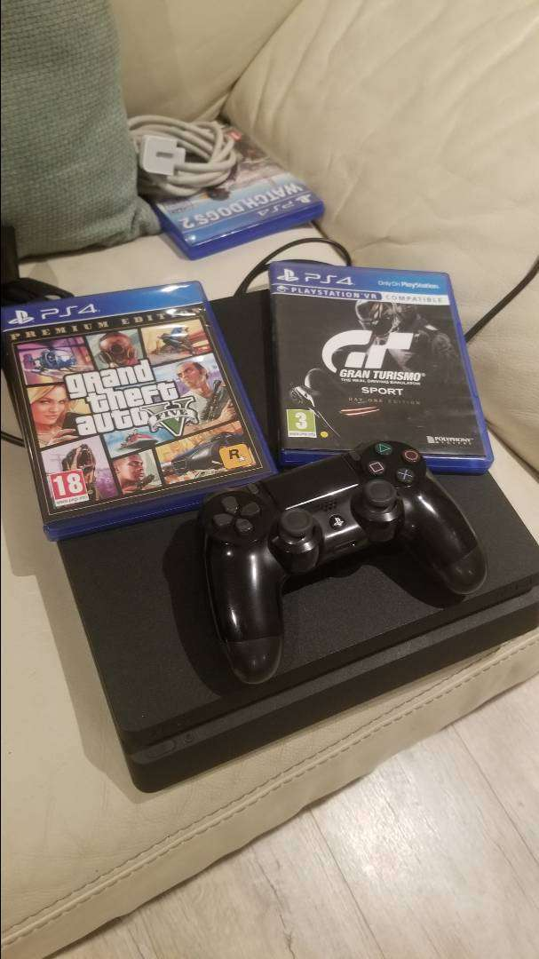 Playstation 4 With games 0