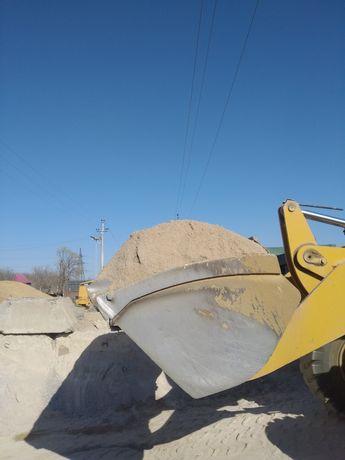 Песок,щебень,отсев,чернозем,бетон,галька.
