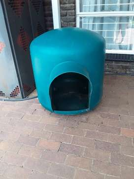 Dog Kennels (Igloo) Large  (2 available)