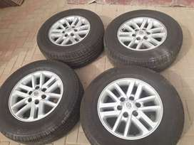 Four Toyota Fortuner/Legend 45/Hilux tyre and mag 265/65/17