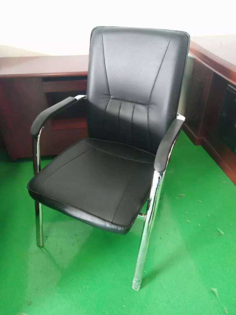 LEATHER OFFICE CHAIR PR 0