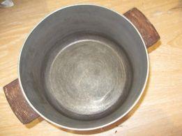кастрюля алюминиевая, литая. диаметр= 20 см, высота=11 см. толщина=3 м