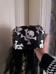 Пирацкая карновальная с черепами и галстук.