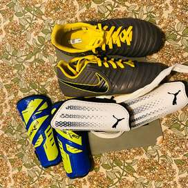 Size 3 kids soccer boots and sheen guards