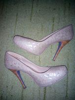 Туфли с перфорацией,бежево-золотые