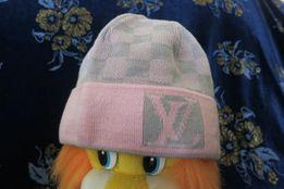 Продам демисезонную шапку Луи Витон