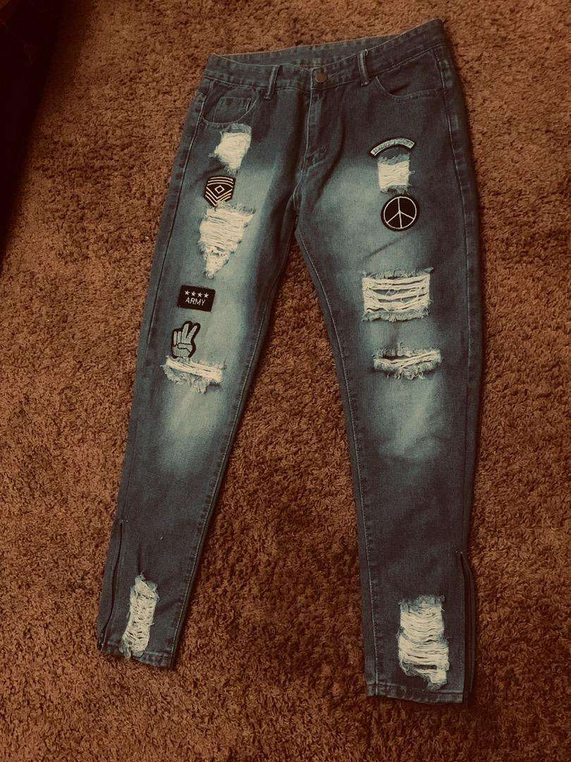 Ripped jeans with zip.