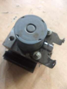 Land Rover Discovery 3 2.7 TDI ABS pump for sale
