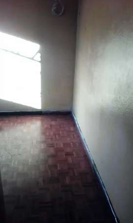 Room in house to rent