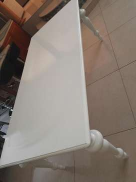 White 8 seater dinning table only.