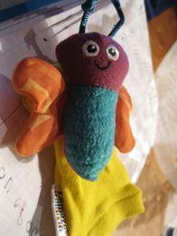 игрушка погремушка бабочка носочек lamaze