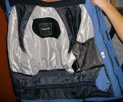 Продам фирменную женскую зимне осенню куртку Running River