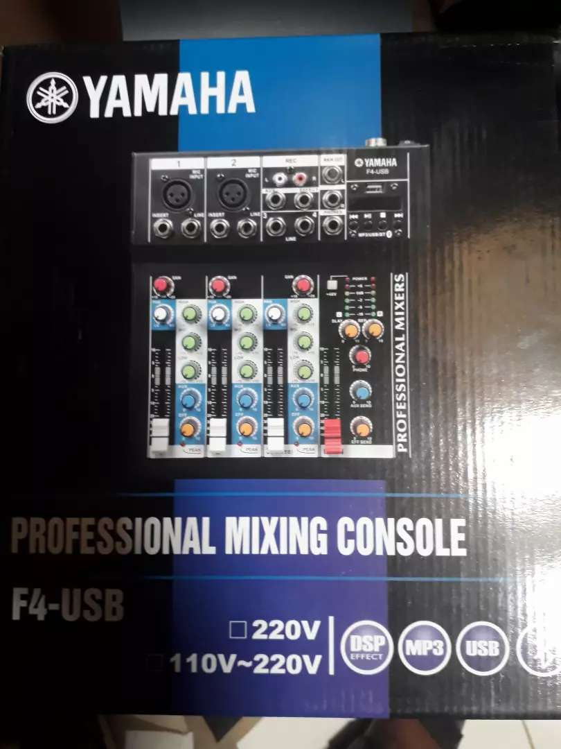 Yamaha mixer 4channels 0