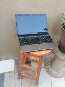 Acer core i5 4gb ram hadrive 320 battery 4 hours