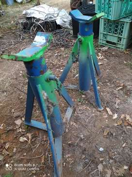 Heavy duty trestle stands