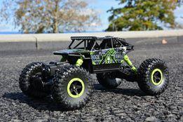 Terenowy Crawler 4x4 , dwa silniki , duże gumowe koła i zawieszenie