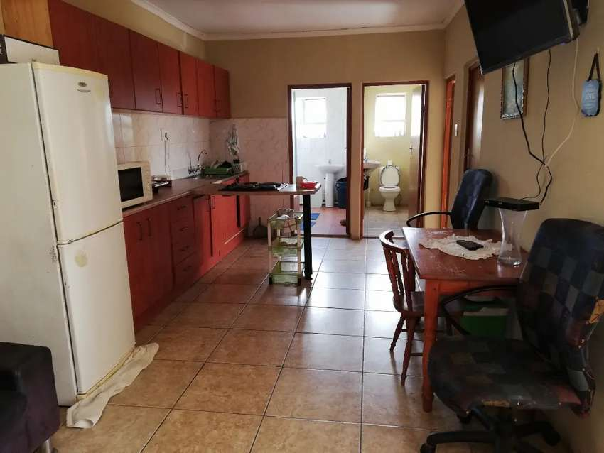 Furnished house to share in Clare Estate