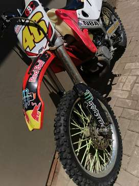 Honda cr250 great runner lots of speed and powerful new tyres