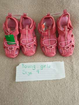 BRAND NEW Young girls sandals size 9 R90 each