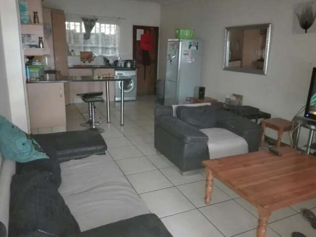 looking for someone to share with a two bedrooms flat 0