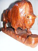 Зубр, статуэтка из единого куска древесины