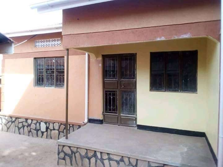 HOUSE ON SALE 2 bedrooms, sitting and dining,with a boy's quarter, 0