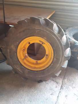 Second hand tyres for jcb tlb