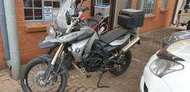 BMW 800 GS with top box